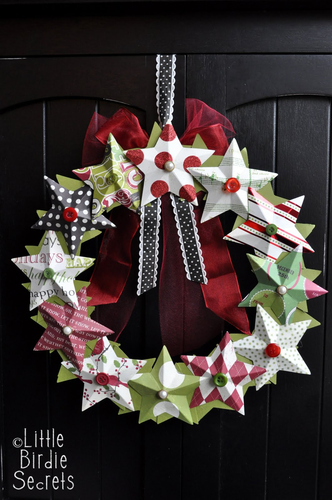 3D Paper Star Wreath | Little Birdie Secrets #christmas #wreath