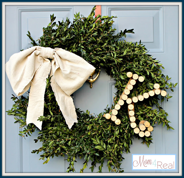 Monogrammed Boxwood Wreath | Mom 4 Real #christmas #wreath