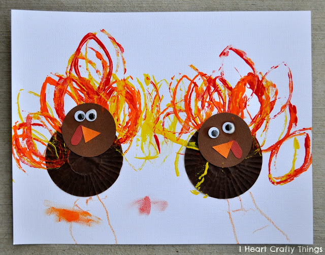 Cupcake Liner Turkey Craft | I Heart Crafty Things #thanksgiving #craft