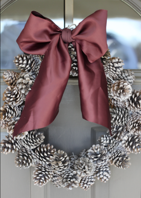 Pinecone Wreath | Do It Yourself Divas #christmas #wreath
