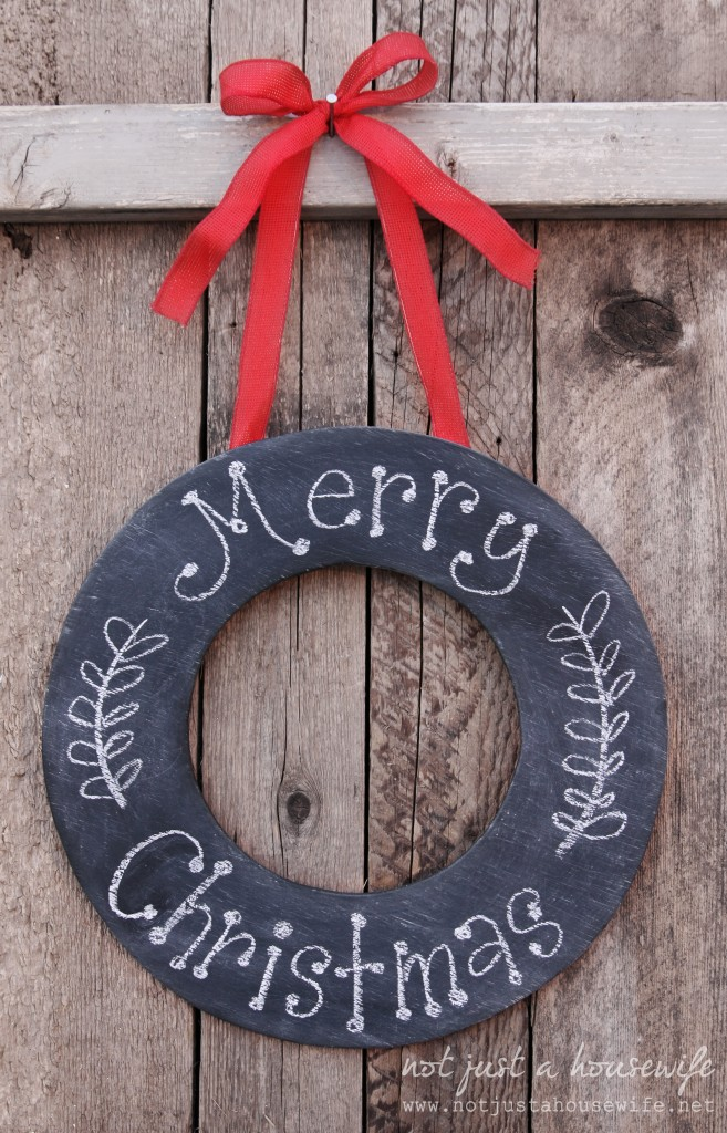 Chalkboard Wreath | Homes.com #christmas #wreath