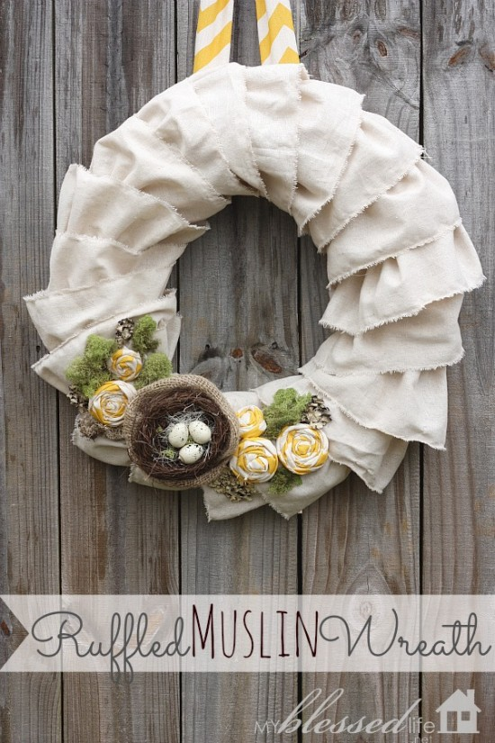 Ruffled Muslin Wreath. Click for 40 more #DIY #Wreath Ideas