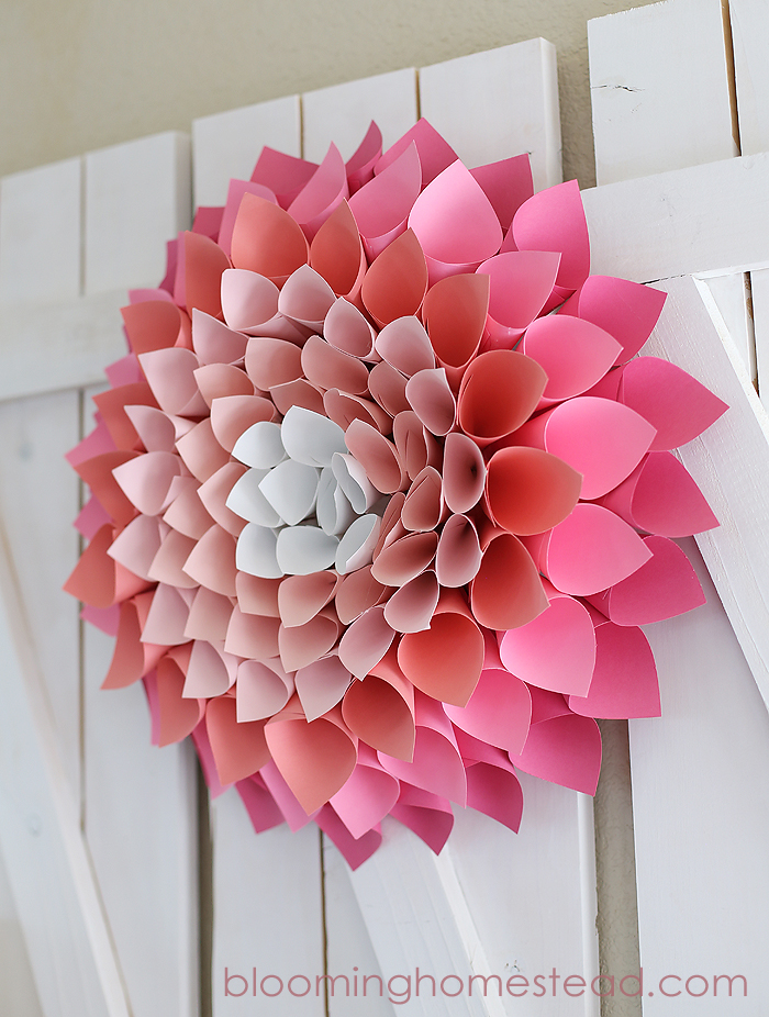 DIY Paper Spring Wreath. Click for 40 more #DIY #Wreath Ideas