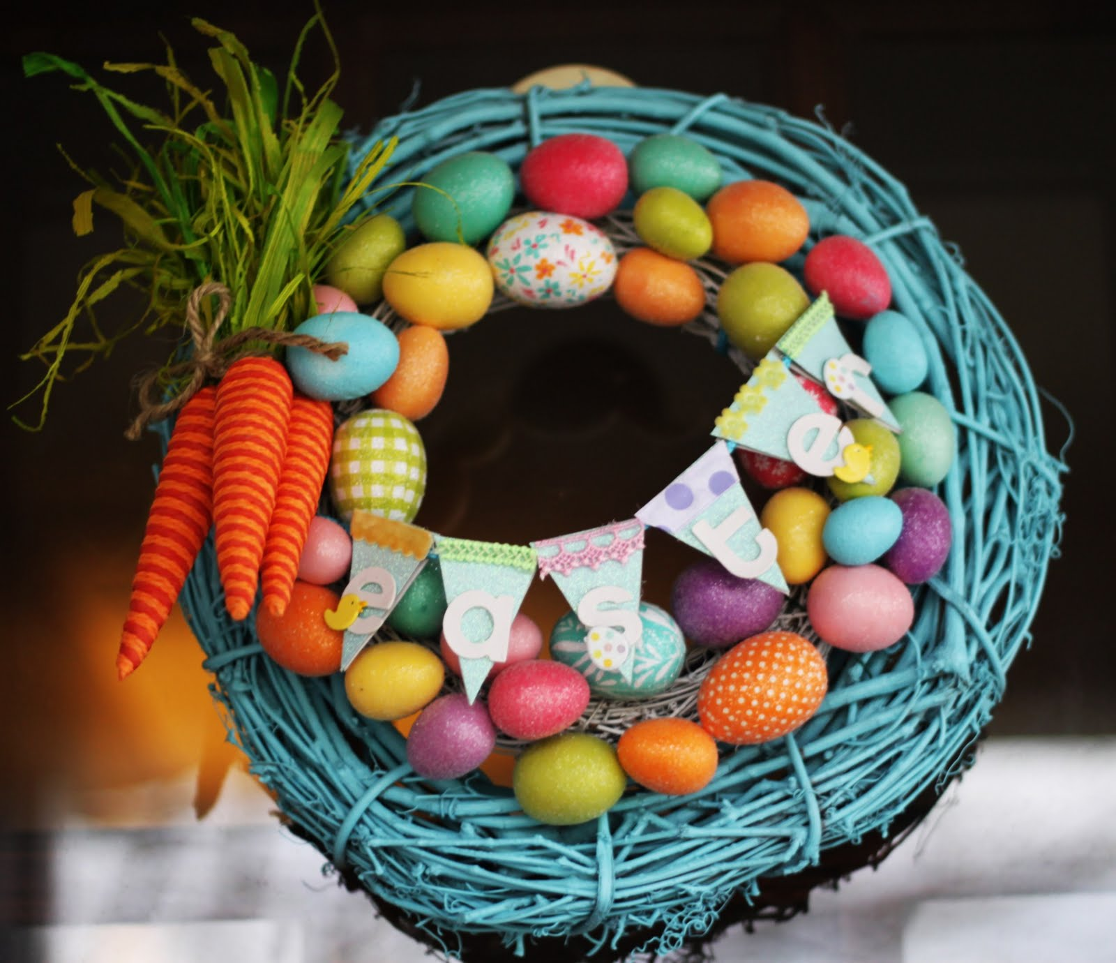 Carrot and Bunting Wreath. Click for 40 more #DIY #Wreath Ideas