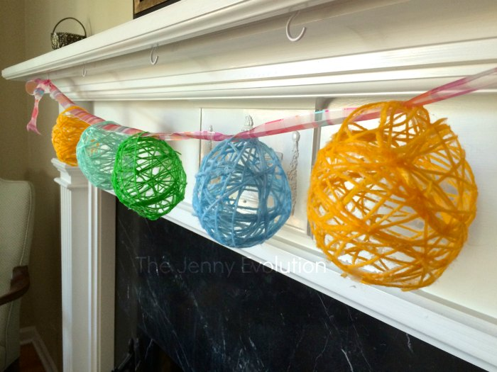 DIY Yarn Easter Eggs and Garland. Tutorial on Mommy Evolution
