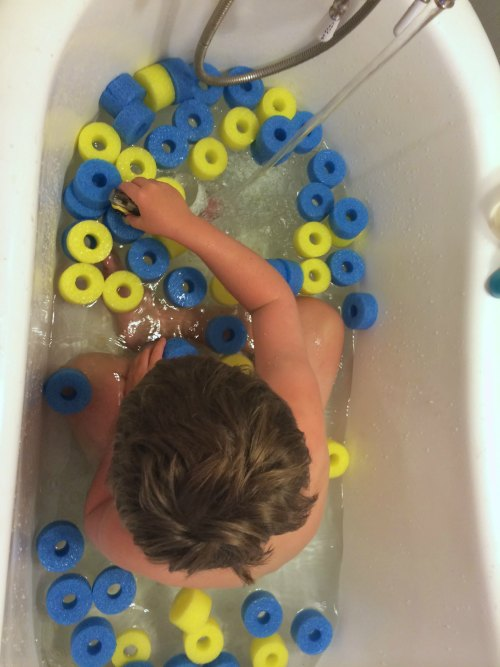 Sensory Pool Noodle Bath | The Jenny Evolution