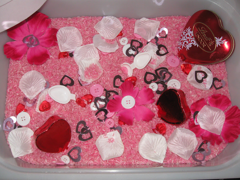 Valentines Sensory Tub. Click for more #sensory bin ideas for #ValentinesDay