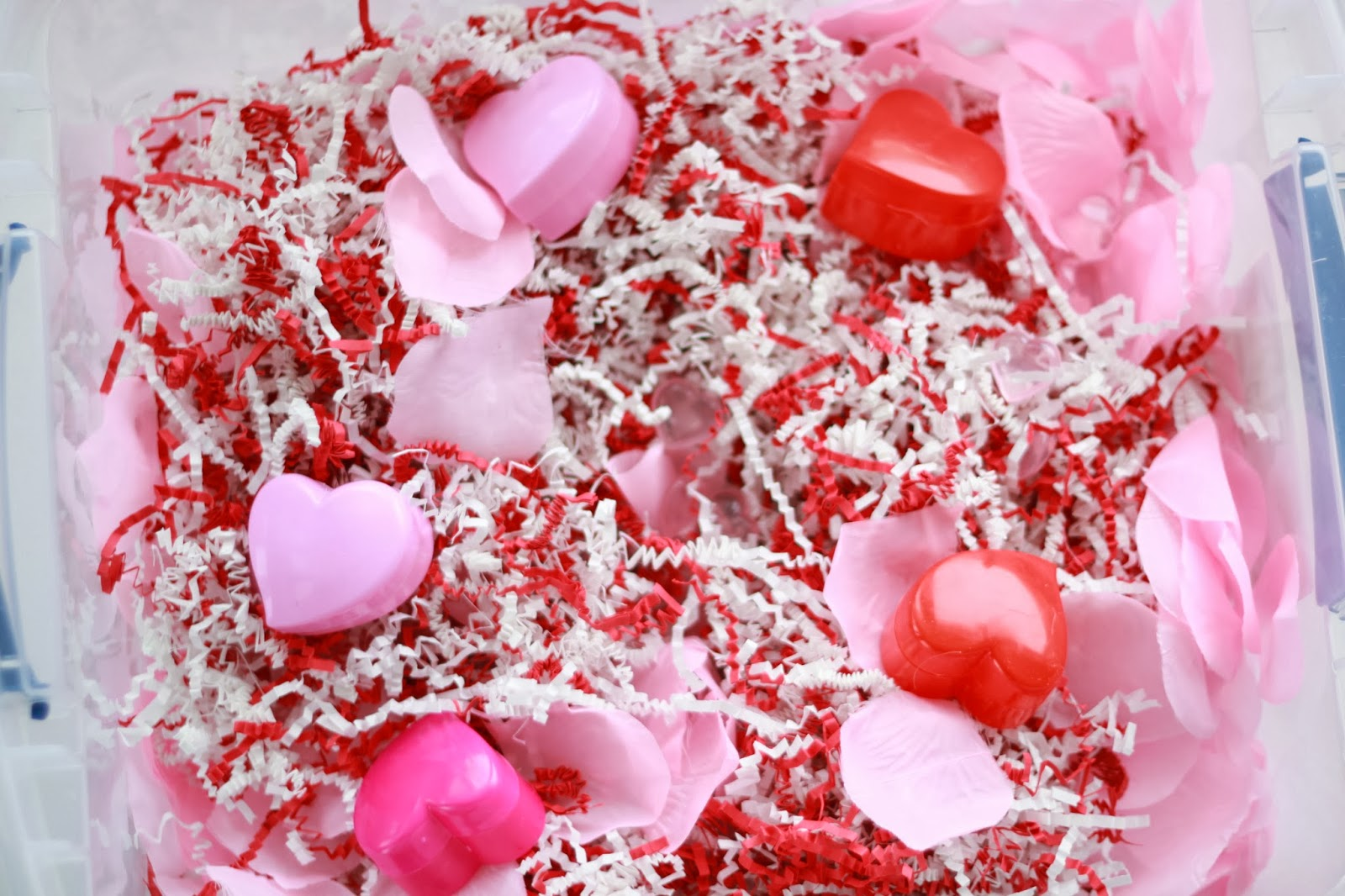 A Messy Valentine's Day Sensory Bin. Click for more #sensory bin ideas for #ValentinesDay