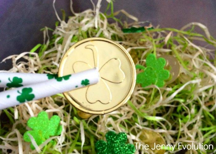 St. Patrick's Fine Motor Sensory Bin | Mommy Evolution