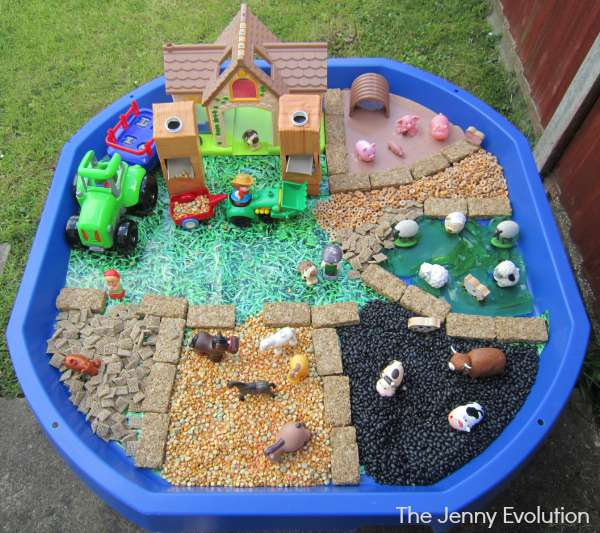 Old MacDonald Food Sensory Bin | The Jenny Evolution