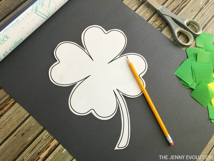 Clover Outline Stencil