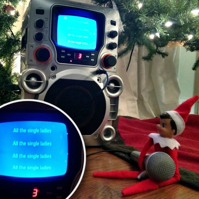 Elf singing karaoke #elfontheshelf #elfontheshelfideas