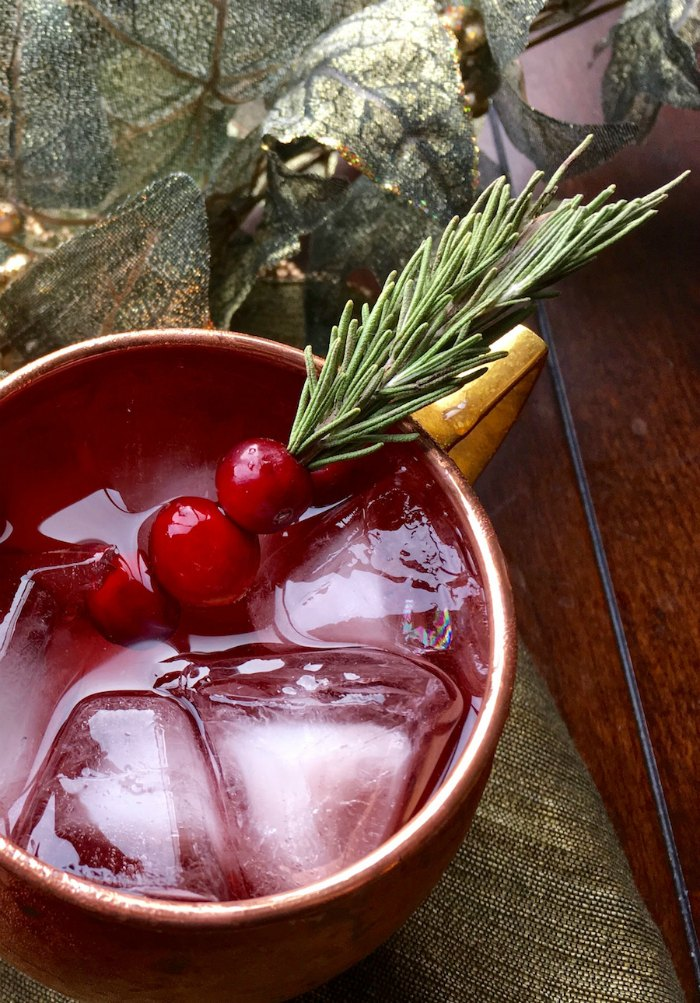 Cranberry Moscow Mule Cocktail | Mommy Evolution