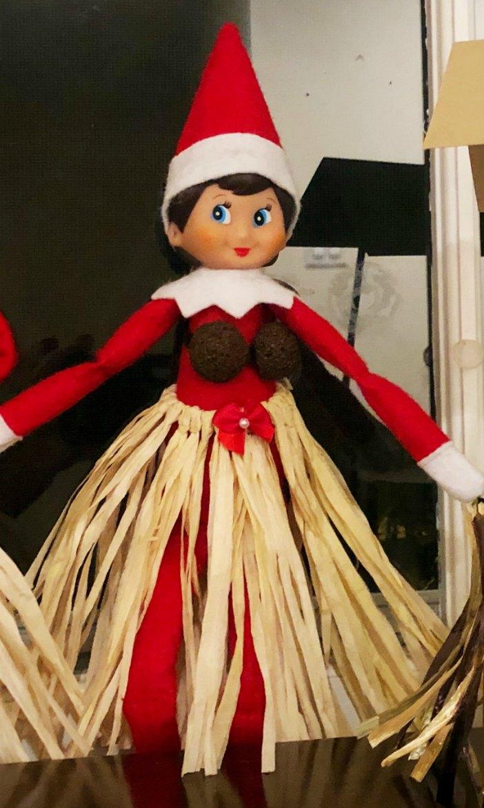 Hula Grass Skirt Elf | Mommy Evolution #elfontheshelfideas #elfontheshelf