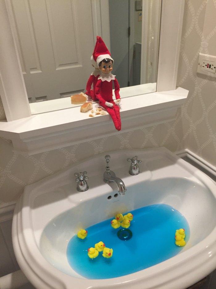 Elf on the Shelf Feeding the Ducks | Mommy Evolution #elfontheshelfideas #elfontheshelf