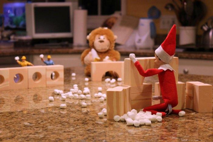 Snowball Fight with Elf on the Shelf | Mommy Evolution #elfontheshelfideas #elfontheshelf