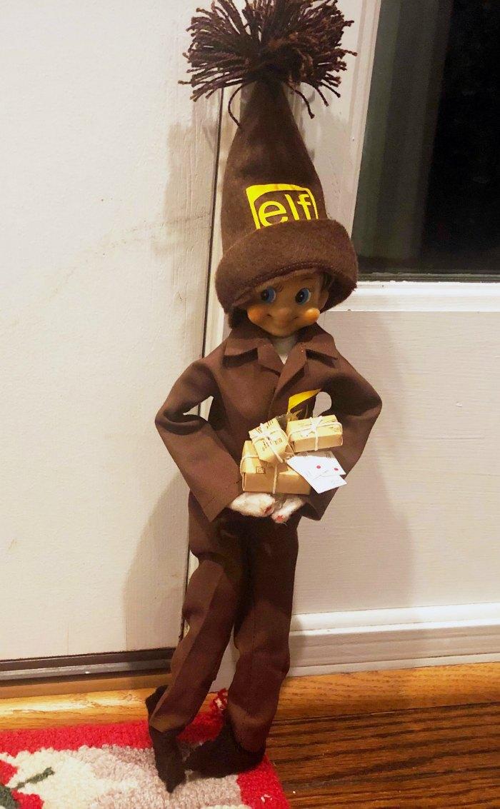Package delivery Elf on the Shelf | Mommy Evolution #elfontheshelfideas #elfontheshelf